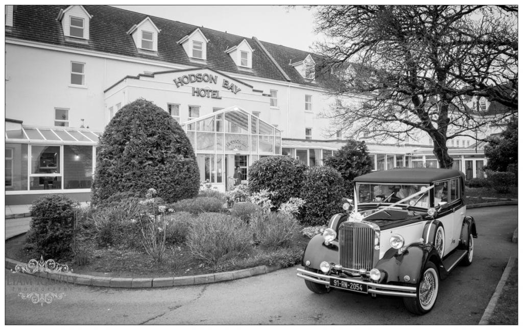 Wedding car arriving at the Hodson Bay Hotel in Athlone